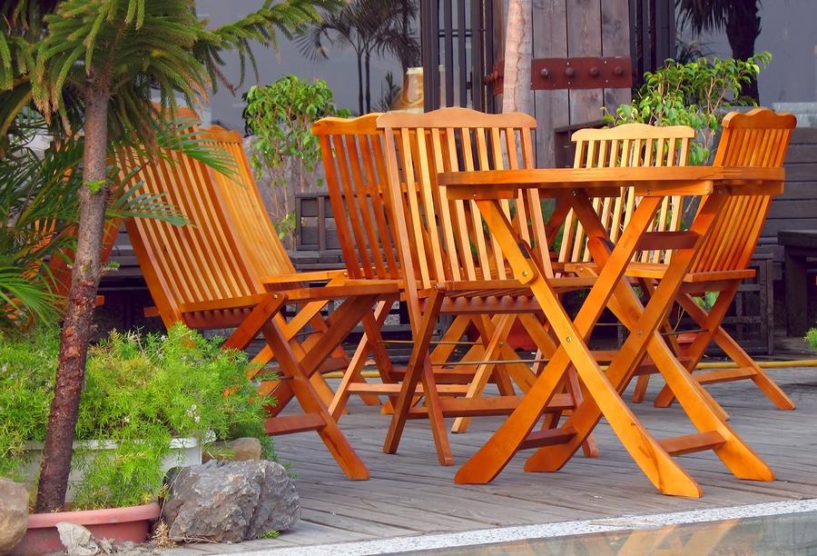 Gartenmöbel aus hochwertigem Holz