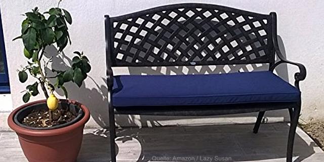 Eine Gartenbank aus Metall bringt edles Flair und Gemütlichkeit in den Garten. Eine Metallbank lädt zum Verweilen und Ausruhen ein.